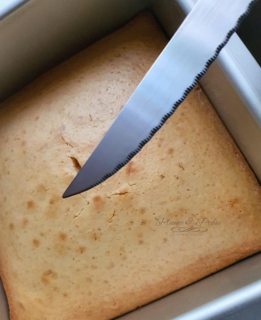 """Préparation du """"Gerikiru Boakibaa"""" ou le gâteau au lait concentré maldivien"""