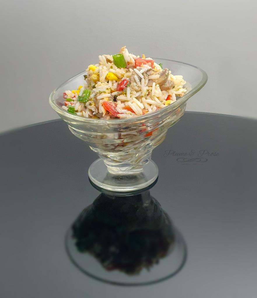 Optez pour cette salade de riz au thon, champignons et poivrons