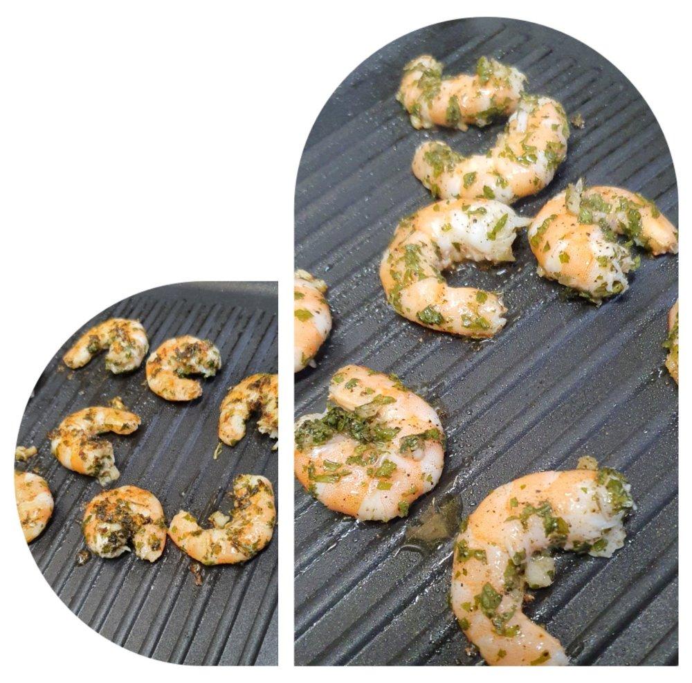 Préparation du risotto crémeux aux crevettes