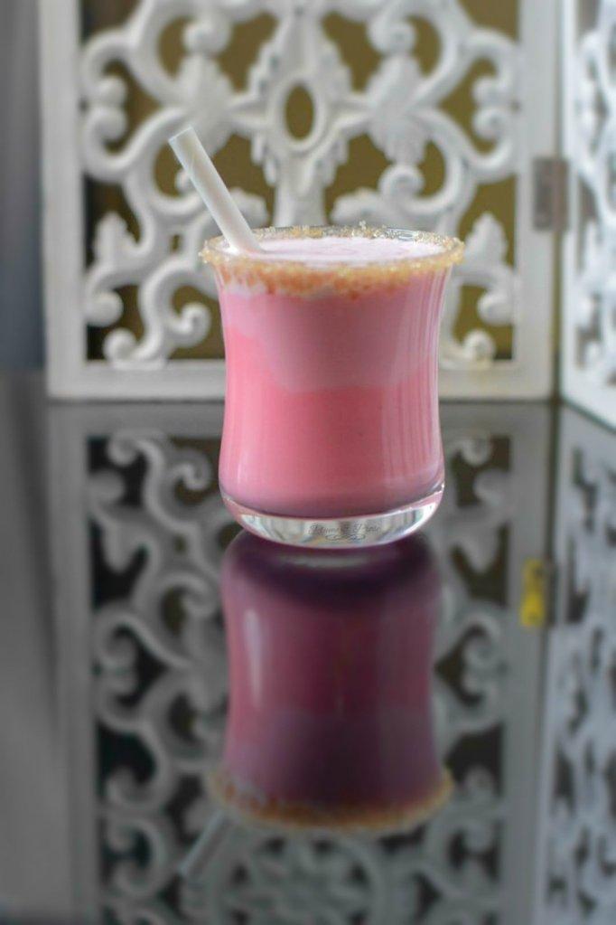 Voyez la vie en rose avec ce délicieux yaourt à boire