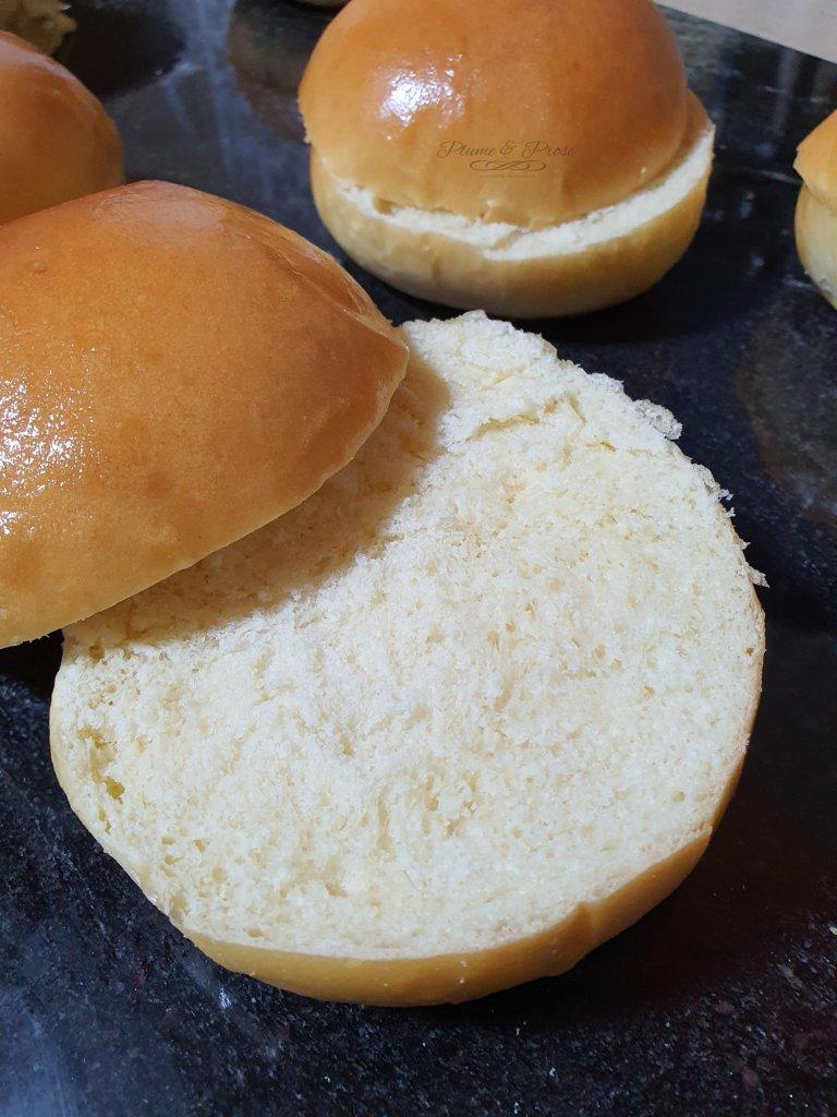 Préparation des pains à burger