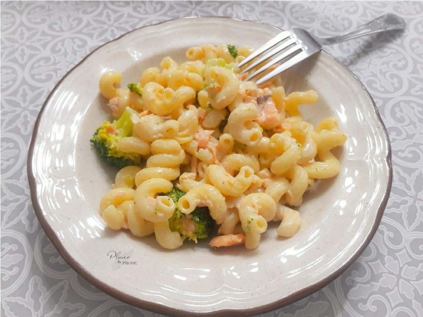 Goûtez au plaisir crémeux de ces pâtes au saumon et brocolis