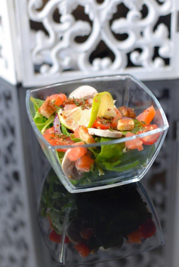 Salade fraîcheur aux pousses d'épinards et saumon fumé