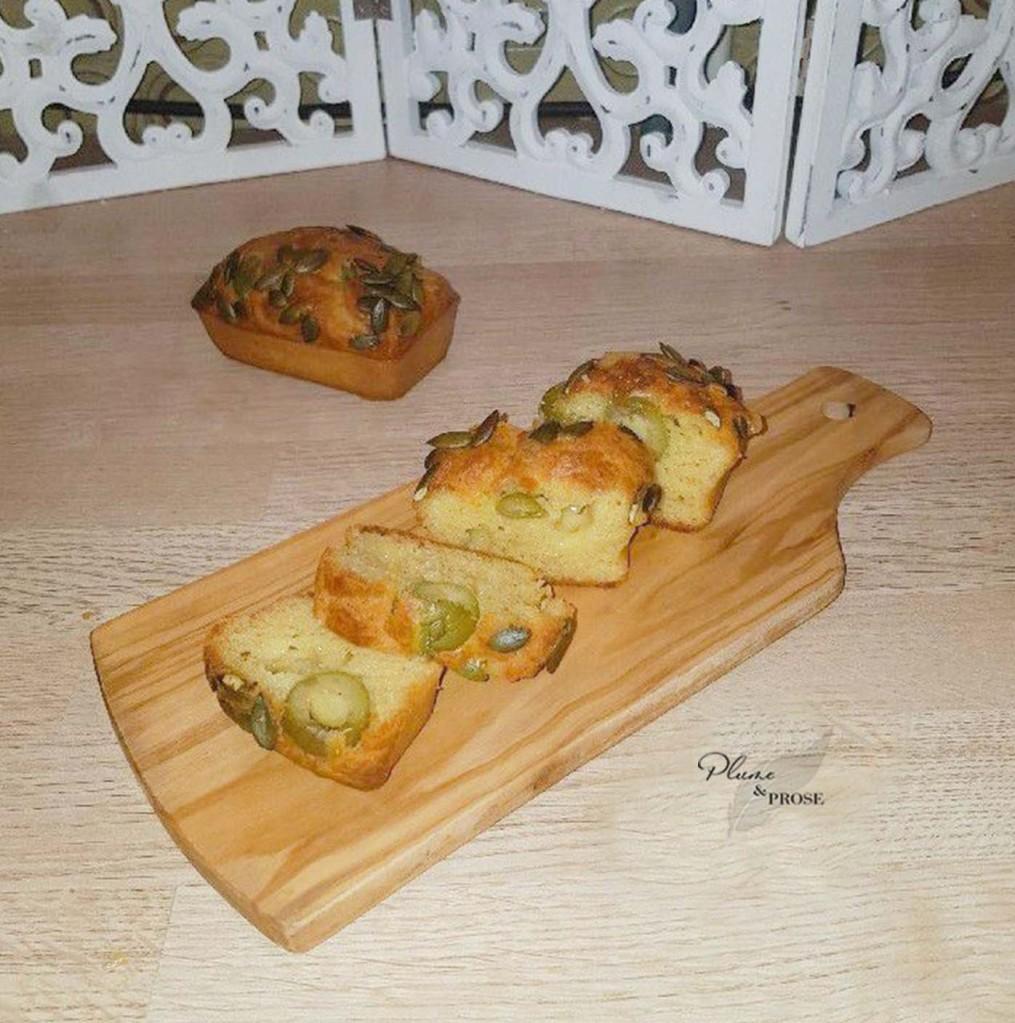 Optez pour la star de l'apéritif, le Mini cake aux olives et comté